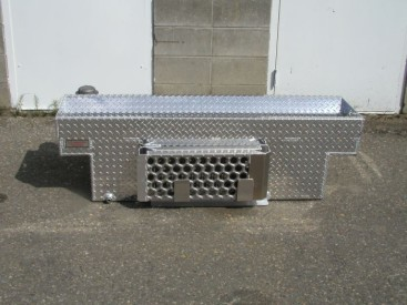 860SB - 65 Gal Quad Tank with removable ramps, notched for a short box pickup (2)